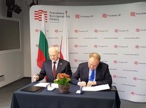 От ляво надясно: Васил Велев (председател на УС на АИКБ), Андржей Малиновски (президент на Полската организация на работодателите).