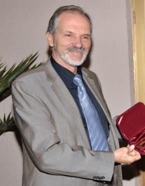 доц. д-р Борислав Великов