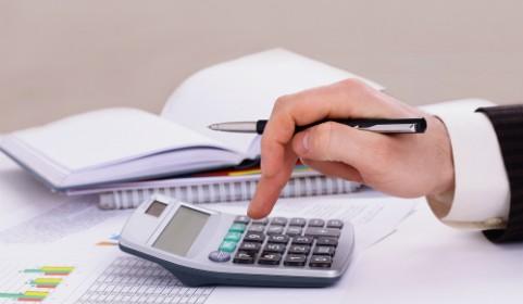 калкулатор-счетоводител-сметки